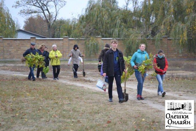 В Олешках відбулася акція «Алея юнацького руху»