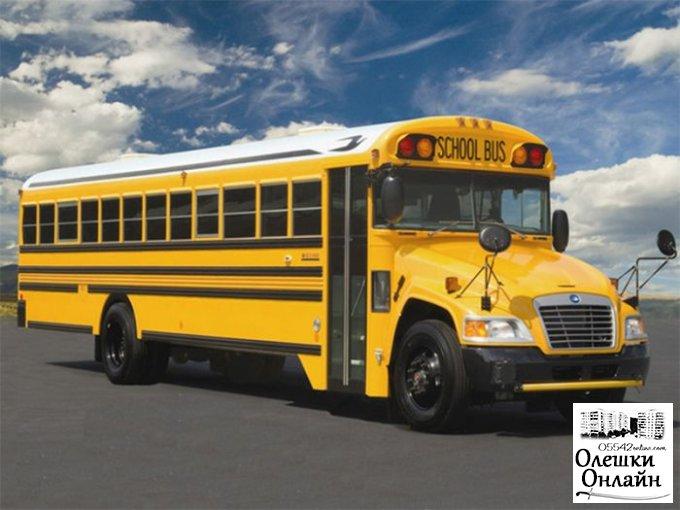 Подросток угодил под школьный автобус