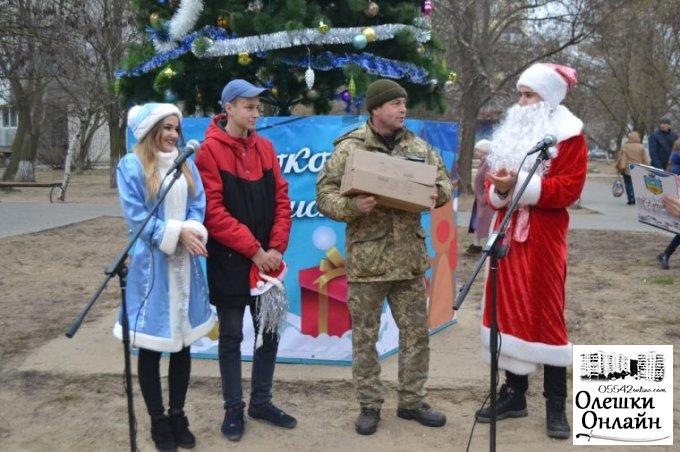 Малеча військовослужбовців отримала солодощі від Діда Мороза