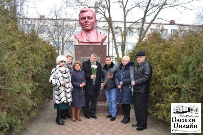 В Олешках вшанували пам'ять видатного земляка
