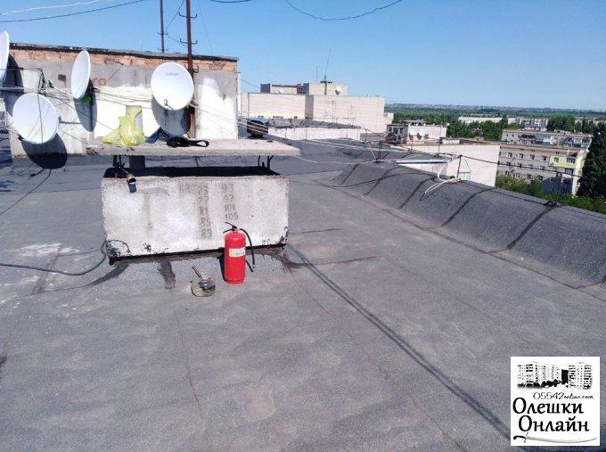ОСББ «Мирний-5» здійснює ремонт покрівлі та утеплення горища