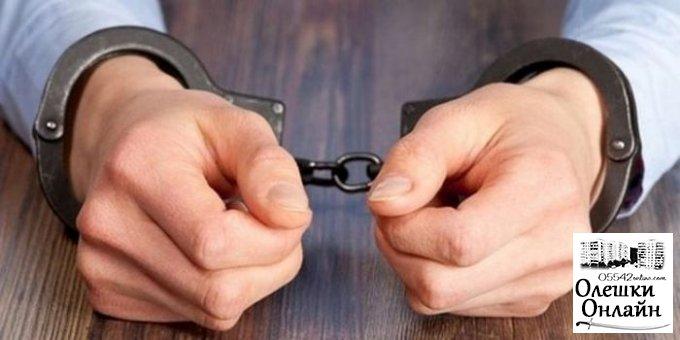 Олешковские полицейские задержали подозреваемого в избиении мужчины, что привело к его смерти