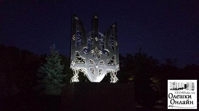"""Відкриття пам'ятного знака """"Тризуб"""" в Олешках"""