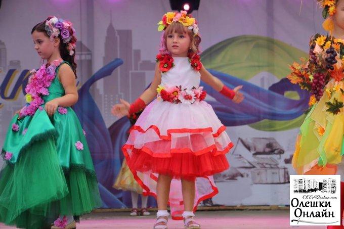 Показ мод маленьких Міс в Олешках