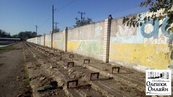 В Олешках розпочато реконструкцію трибун на міському стадіоні