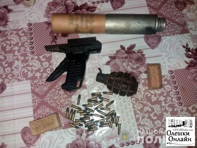 Олешковские полицейские изъяли у пенсионера патроны и корпус от гранаты