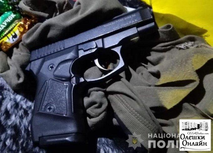 """Под Олешками вооруженный разбойник напал на продмаг, после отрывался от погони на """"ЗАЗ-Славуте"""""""