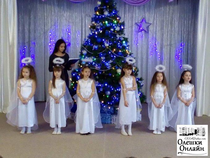"""Свято у Олешківському дошкільному закладі №2 """"Світлячок"""""""