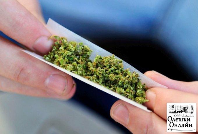 В общежитии в Олешках наркотики подсовывают даже подросткам