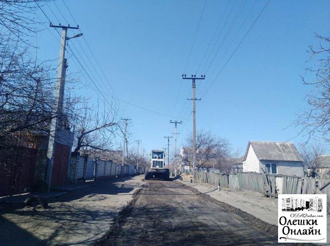 В Олешках розпочалося грейдерування вулиць