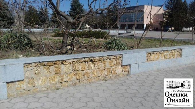 Хто і навіщо нищить громадське майно в Олешках