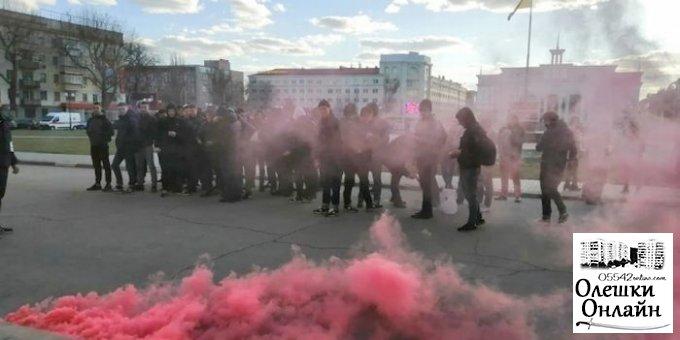 Можно ли назвать адекватным поведение председателя Олешковской РГА которая сама провоцирует конфликты?