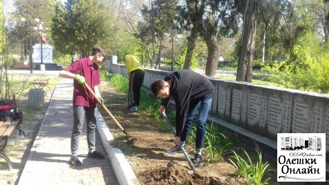 В Олешках тривають активні роботи з прибирання міста