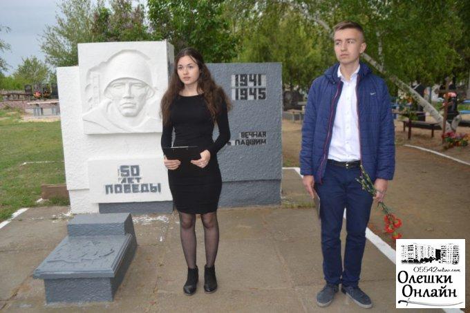 Традиційний міський об'їзд пам'ятних місць Другої Світової війни в Олешках