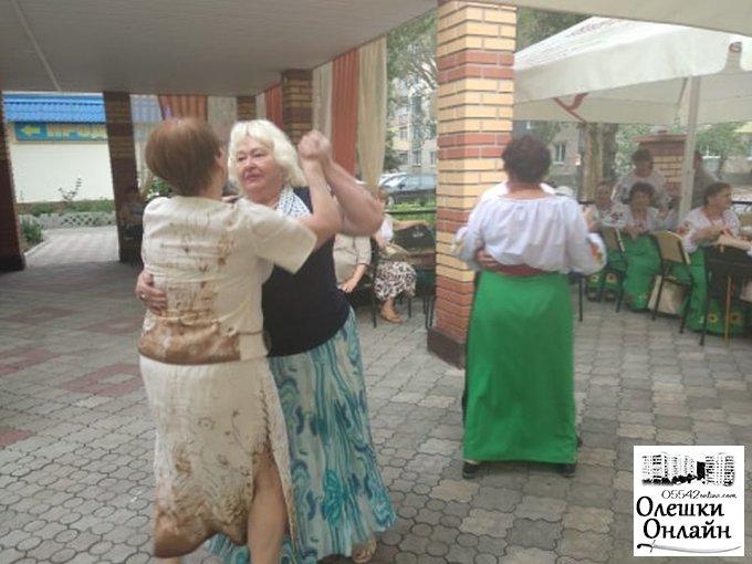 В Олешках започаткували танці «Кому за…»