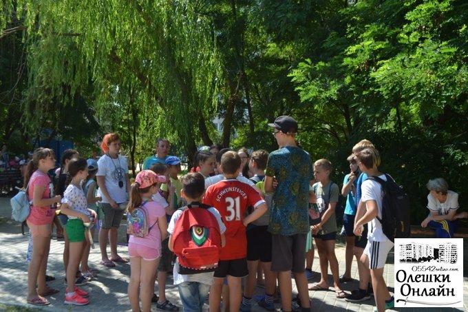 У парку, біля АТБ, відбулася квест-гра для дітей пришкільного табору