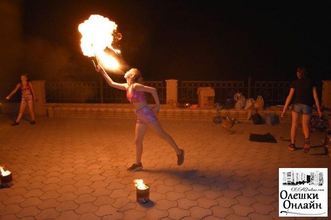 На день міста в Олешки завітала циркова студія.