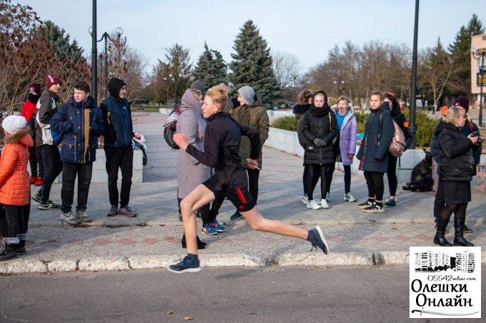 В Олешках школьники и их семьи бежали «Эстафету достоинства»