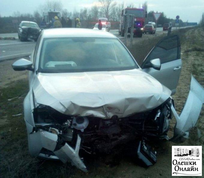 В Олешковском районе спасатели деблокировали мужчину из искореженного результате ДТП автомобиля