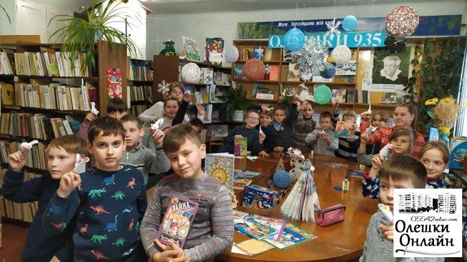 Новорічне конфетті в Олешківській міській бібліотеці №3