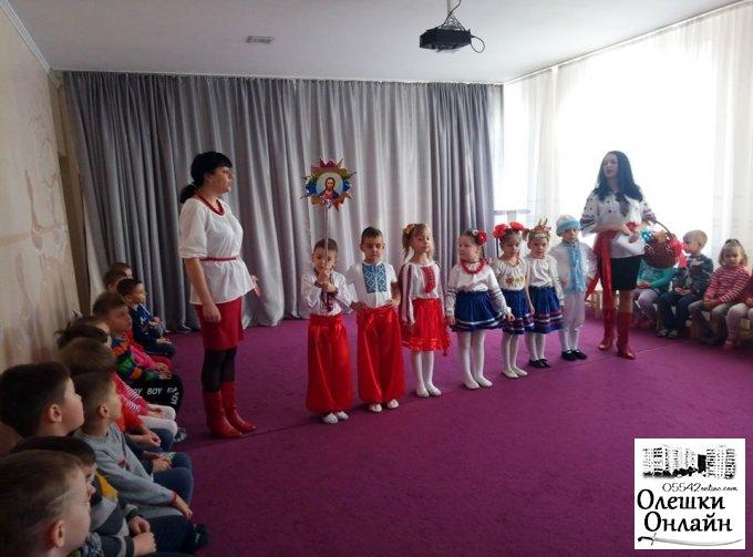Як дошкільнята Олешківського садочка «Сонечко» святкували Старий Новий рік
