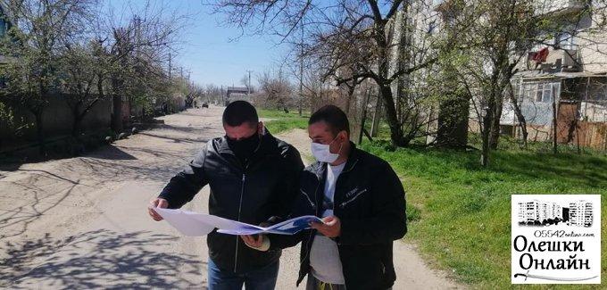 Ремонтні роботи дорожнього покриття в Олешках йдуть по плану