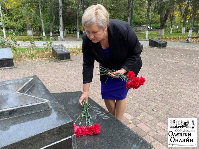 В Олешках відбулось покладання квітів до 76-ї річниці визволення України від німецько-фашистських загарбників