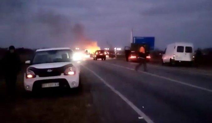 На въезде в Олешки горело авто